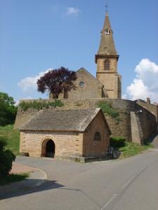 Etrigny_(71)_-_Le_lavoir_et_l'église